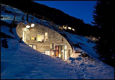 Unique-Homes-4-House-in-a-Hill-carla-johnson