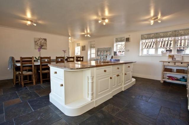 white-cottage-kitchen