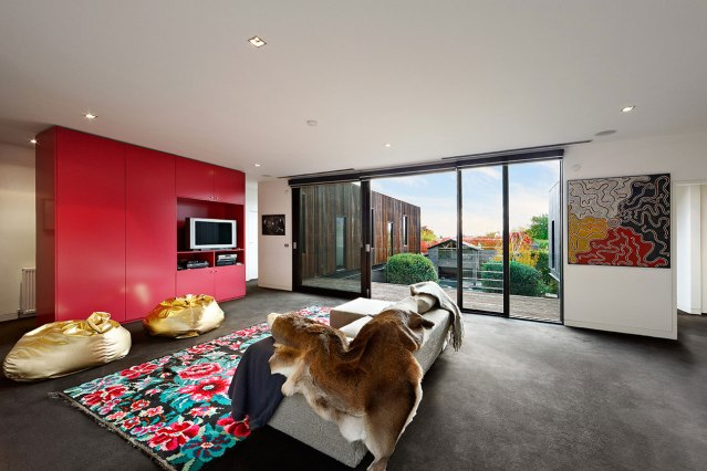 Second-Floor-Living-in-Contemporary-House-Renovation-by-Jackson-Clements-Burrows