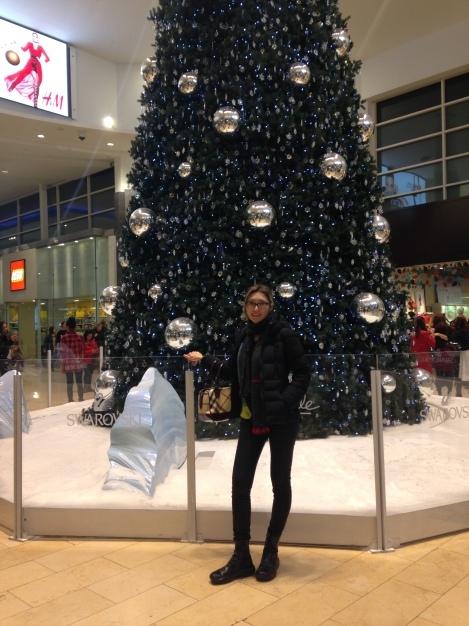 adriana-mot-yorkdale-mall-christmas16-dochia